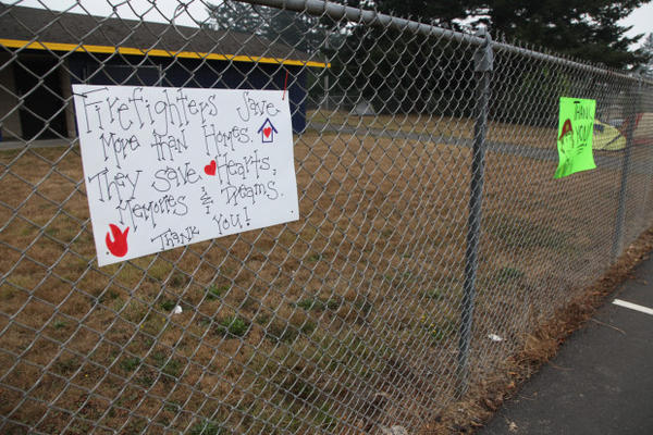 <p>Locals thank firefighters for their work on the Chetco Bar Fire, the highest priority wildfire in the nation.</p>
