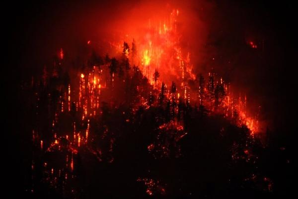 <p>The Eagle Creek Fire burns Monday, Sept. 4, 2017, as it makes its way through the Columbia River Gorge.</p>
