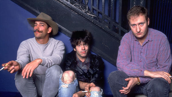 Grant Hart (center) with Greg Norton (left) and Bob Mould of Hüsker Dü in 1987, one year before the band's dissolution.
