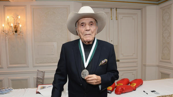 Former world middleweight champion boxer Jake LaMotta attends a dinner in New York City in 2012. LaMotta has died at 95.