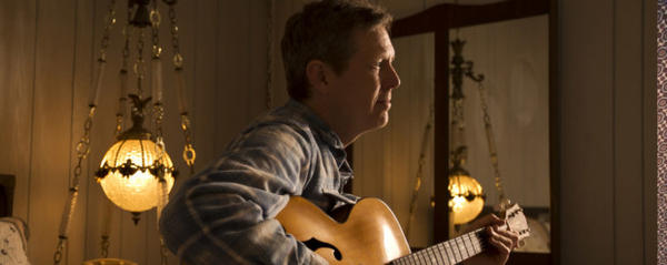 <p>Alt-country singer-songwriter Robbie Fulks, one of the headliners scheduled for the 2017 Sisters Folk Festival.</p>