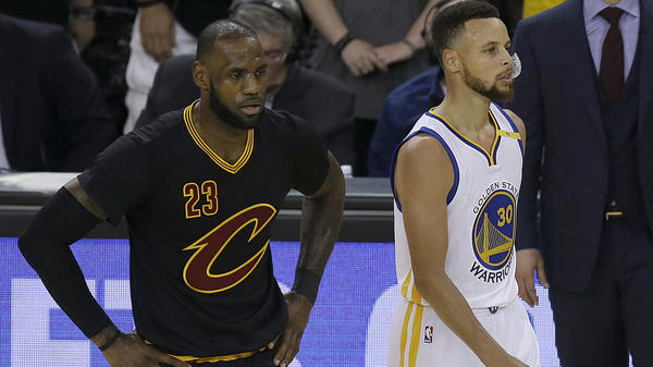 Cleveland Cavaliers star LeBron James (left) defended Golden State Warriors guard Stephen Curry in a tweet that has been liked more than a 1.1 million times and retweeted more than a half million times.