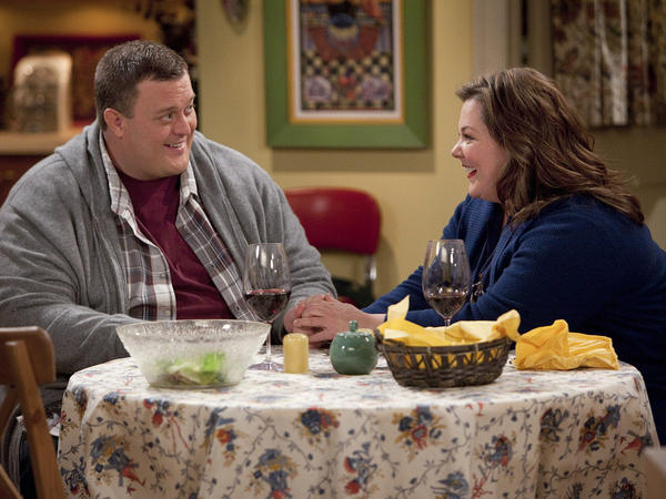 Mike (Billy Gardell) and Molly (Melissa McCarthy) meet at Overeaters Anonymous in the CBS comedy <em>Mike & Molly</em>.