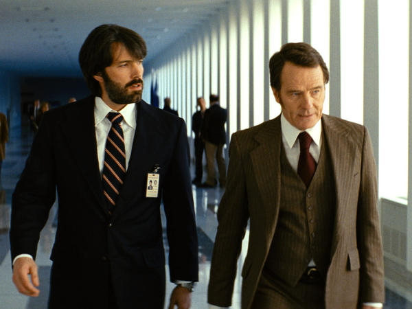 Mendez convinces his supervisor, Jack O'Donnell (Bryan Cranston), that his risky mission will work.