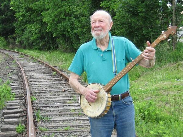 Pete Seeger released two albums this year: <em>Pete Remembers Woody</em> (a Woody Guthrie tribute) and <em>A More Perfect Union,</em> a collaboration with guitarist Lorre Wyatt.