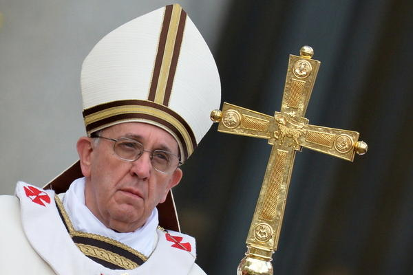 After celebrating Mass along with more than 250,000 faithful, Pope Francis delivered a plea for peace in his first Easter Sunday message to the world, decrying the seemingly endless conflicts in the Middle East and on the Korean Peninsula.