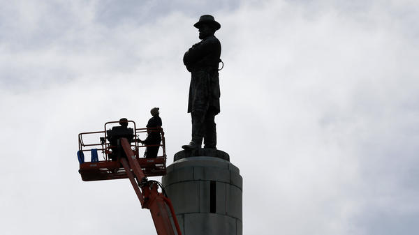 Workers prepare to take down the statue of Robert E. Lee in New Orleans on Friday, the last of four Confederate-related monuments slated for removal.