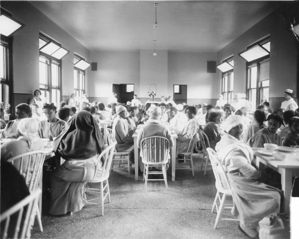 The dining hall for African-American patients, circa 1915.