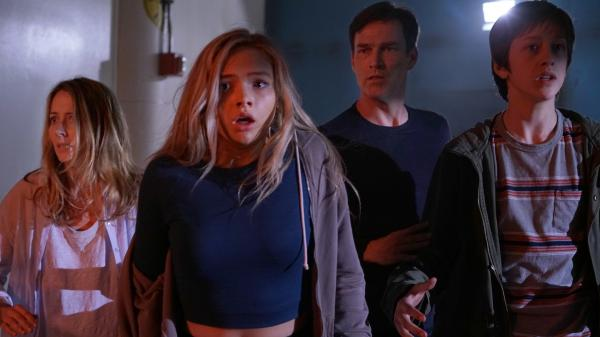 In <em>The Gifted</em>, a family goes on the run when they find out the kids are mutants. (Pictured:Amy Acker, Natalie Alyn Lind, Stephen Moyer and Percy Hynes White.)