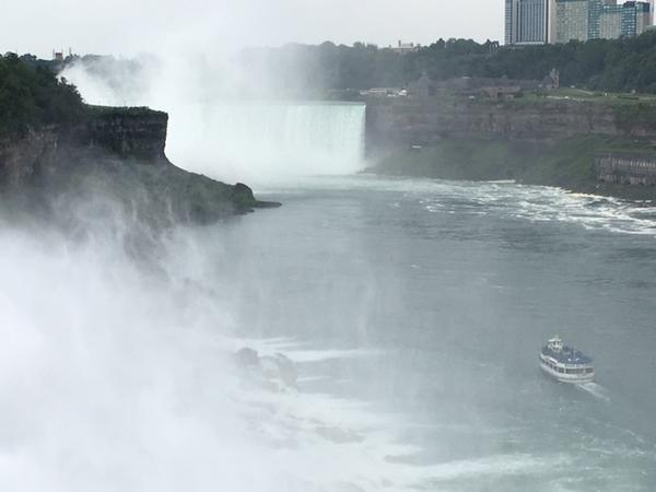 Maid of the Mist heads toward Horseshoe Falls