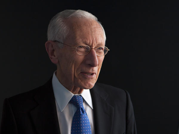 Stanley Fischer, who is resigning as Federal Reserve vice chair, says releasing transcripts of Fed meetings immediately could inhibit frank discussions among policymakers.