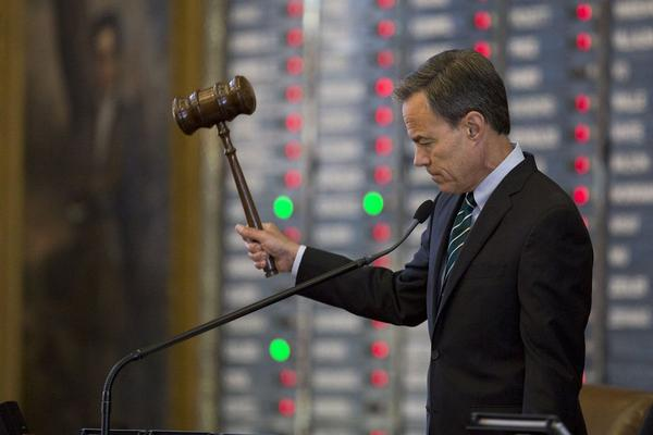 House Speaker Joe Straus gavels as members vote no on an amendment to a property tax bill in August.