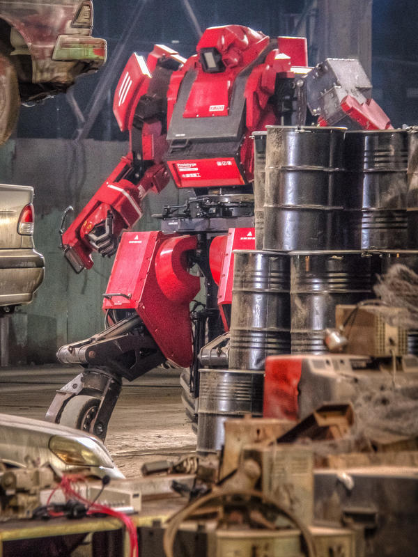Kuratas prepares for the first fight of the giant robot duel.