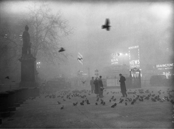 Dense fog covers Trafalgar Square in London on Dec. 5, 1952.
