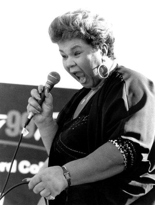 R&B singer Etta James performs on stage in September 1992 in San Francisco, California.