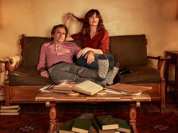 Kathryn Hahn and Griffin Dunn play a married couple on the new Amazon series <em>I Love Dick.</em>