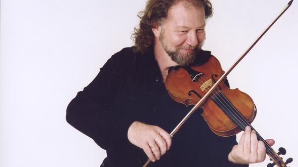 Scottish fiddler Alasdair Fraser appears on this episode of <em>The Thistle And Shamrock</em>.