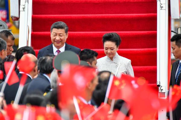 Chinese President Xi Jinping and first lady Peng Liyuan at Hong Kong International Airport on June 29, 2017 in Hong Kong.