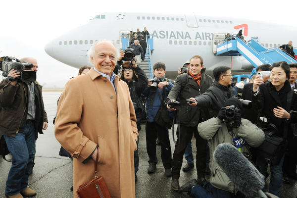New York Philharmonic Musical Director Lorin Maazel (left) arrives at Pyongyang Airport on Feb. 25, 2008 for the ensemble's inaugural performance in the North Korean capital.