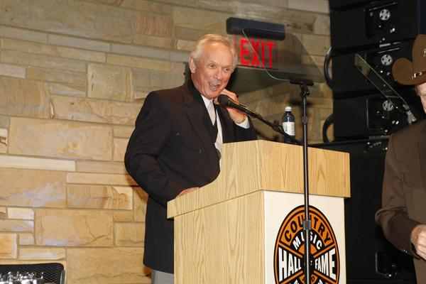 At first, Mel Tillis would only sing on stage because he stuttered when he talked. Then Minnie Pearl convinced him to speak up.