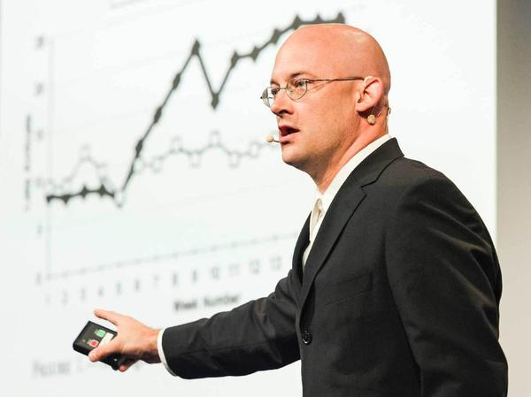 Clay Shirky speaking at TED.