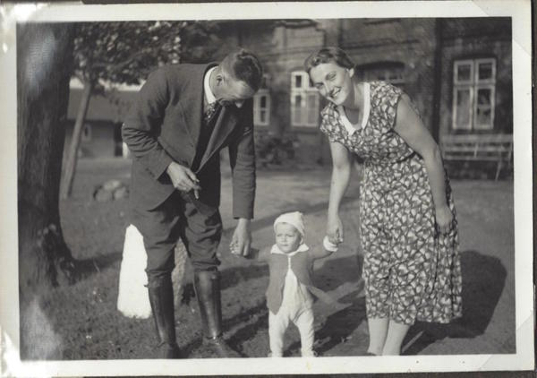 Braeden (center) pictured with his father and mother in Bredenbek, Germany.