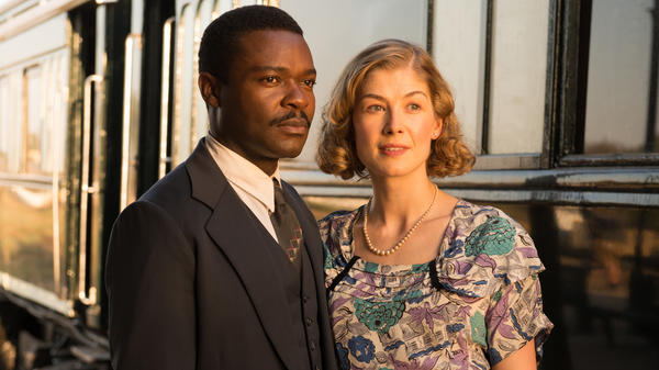David Oyelowo and Rosamund Pike play real-life couple Seretse and Ruth Khama in <em>A United Kingdom</em>.