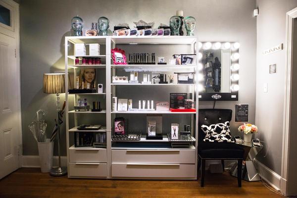 Elle Lash Bar offers lash extensions, lash tinting, eyelash perming, and more.
