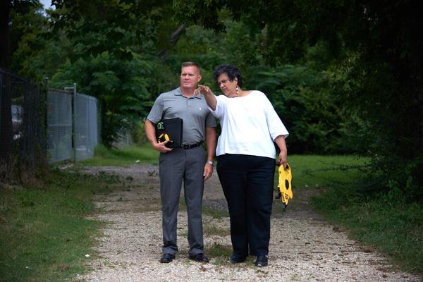 Private investigator Daryl Parker, attorney Cheryl Wattley, at the crime scene in Dallas.