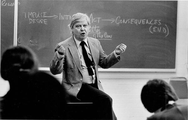 William H. Gass teaches a class at Washington University in St. Louis in 1984.