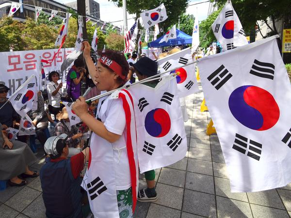 Supporters of South Korea's ousted president, Park Geun-hye, wave national flags during a rally demanding the release of Samsung heir Lee Jae-yong outside the Seoul Central District Court on Friday. Lee's corruption trial was linked to the scandal that brought down the former president.