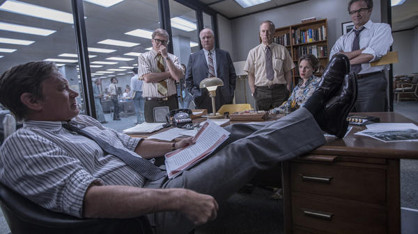 Steven Spielberg's <em>The Post</em> stars Tom Hanks as <em>Washington Post</em> editor-in-chief Ben Bradlee. (Also pictured: David Cross, John Rue, Bob Odenkirk, Jessie Mueller and Philip Casnoff.)