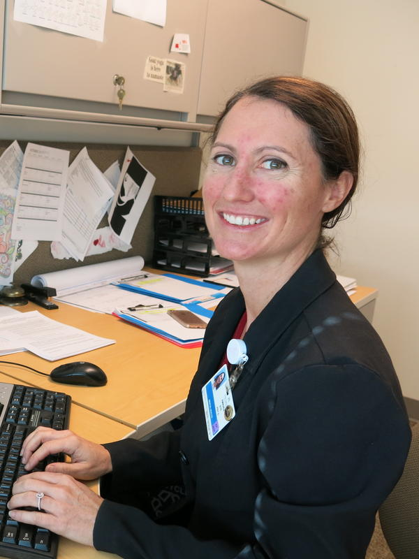 Amanda Bye, a clinical psychologist, works as part of an integrated medical team to treat people with chronic pain at Kaiser Permanente.