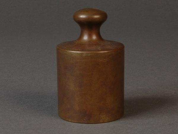 This 1793 grave is an early version of the kilogram. It is possible this object, now owned by the National Institute of Standards and Technology museum, was once pirate treasure.