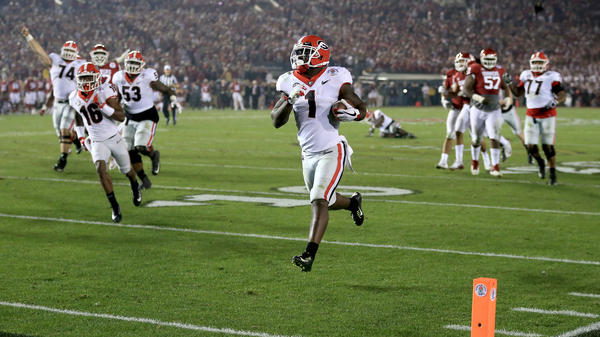 Running back Sony Michel of the Georgia Bulldogs scores the winning touchdown Monday against the Oklahoma Sooners at the Rose Bowl in Pasadena, Calif. The win sends Georgia to the NCAA football title game.