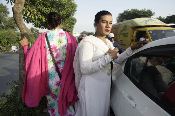 Transgender women beg motorists for money at a busy intersection in Lahore.<strong> </strong>