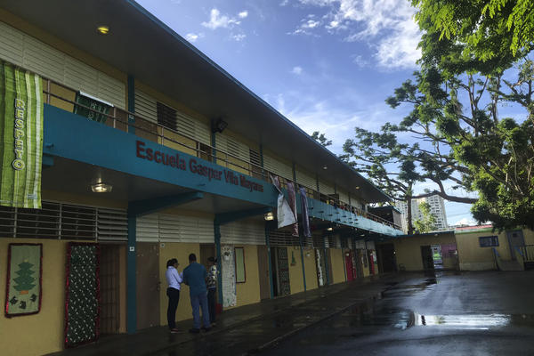 Without enough students to fill up its classrooms, Gaspar Vila Mayans elementary, a public school seated in a low-income area in San Juan, is facing the possibility of closure.