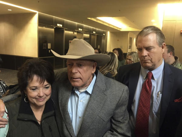 <p>Rancher Cliven Bundy, center, emerges Monday, Jan. 8, 2018, flanked by his wife, Carol Bundy, left, and attorney Bret Whipple, right, from the U.S. District Court building in Las Vegas.</p>