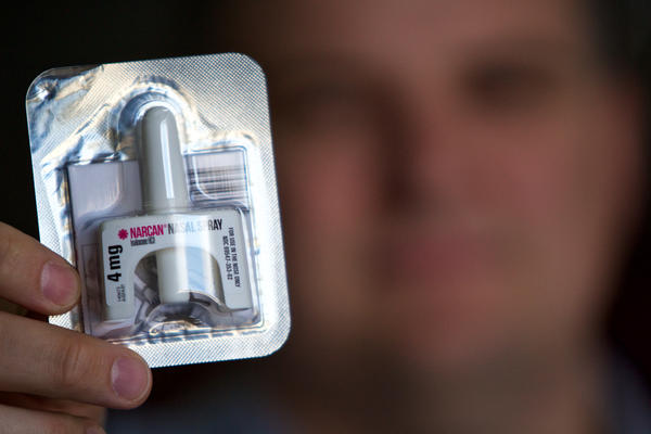 A nasal Narcan unit is part of Delray Beach Fire Rescue Capt. Kevin Saxton's standard response kit. First responders use the drug nalaxone (brand name: Narcan) to revive heroin overdose victims. Dec. 12, 2016.