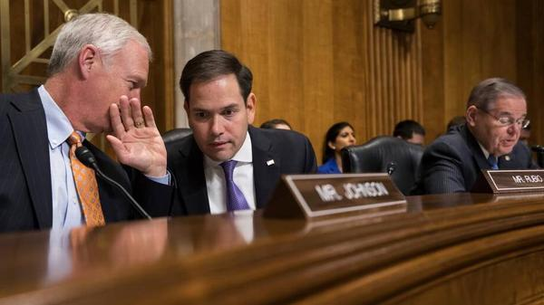Florida Senator Marco Rubio (center) conferring with Wisconsin Senator Ron Johnson during Tuesday's Foreign Relations subcommittee hearing on alleged sonic attacks against U.S. diplomatic personnel in Cuba.