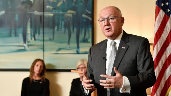 U.S. Ambassador to the Netherlands Peter Hoekstra had a tense news conference Wednesday when Dutch reporters pressed him on anti-Muslim comments he made in 2015.