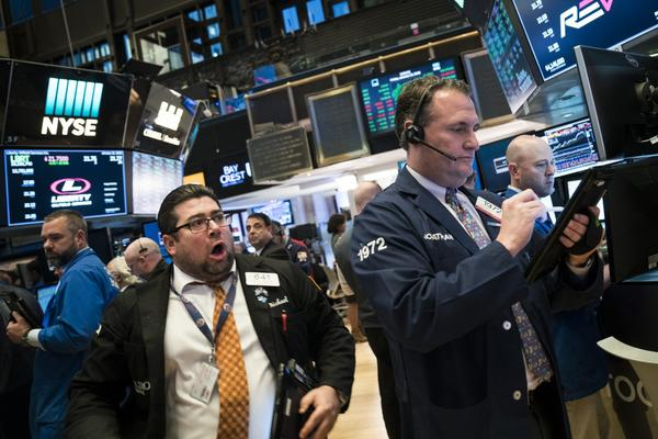 Traders and financial professionals work ahead of the closing bell on the floor of the New York Stock Exchange (NYSE), Jan. 12, 2018 in New York City. (Drew Angerer/Getty Images)