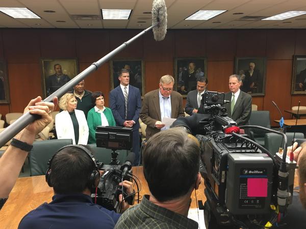 MSU board announces its support of MSU president Lou Anna K. Simon.