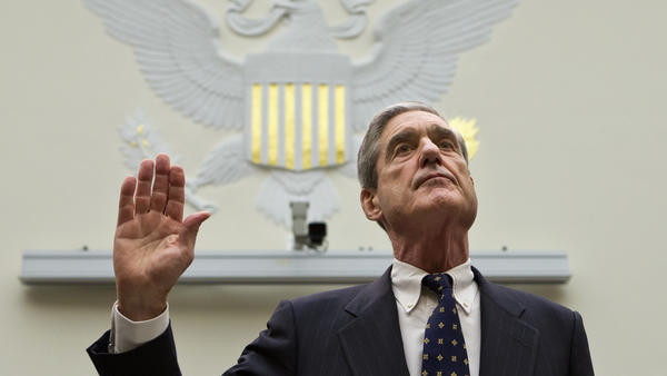 Robert Mueller is sworn in on Capitol Hill, prior to testifying before the House Judiciary Committee in 2013.