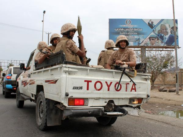 Men fighting for Yemen's southern separatist movement Sunday in Aden, where at least 12 people have died in renewed violence.