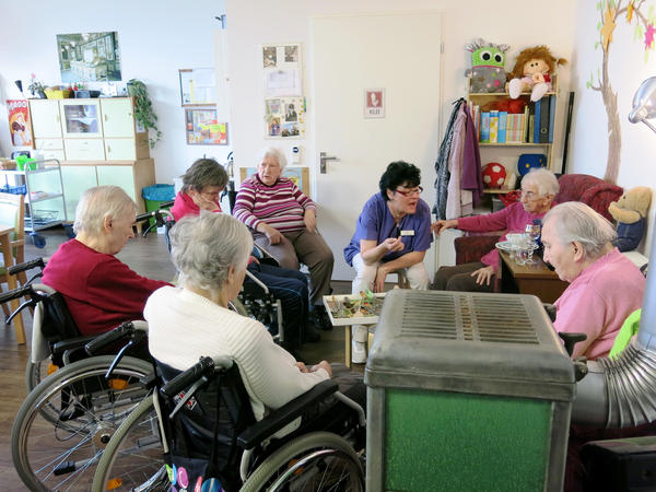 """Caretaker Sylvana Tyralla conducts a memory exercise with AlexA nursing home residents in one of two former East German """"remembrance rooms."""""""