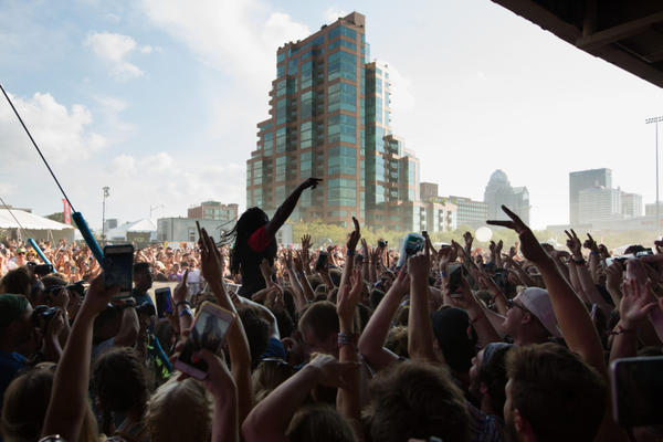 Check out all these people exercising brain-mouth muscle memory at Forecastle 2017. (J. Tyler Franklin/wfpl.org)