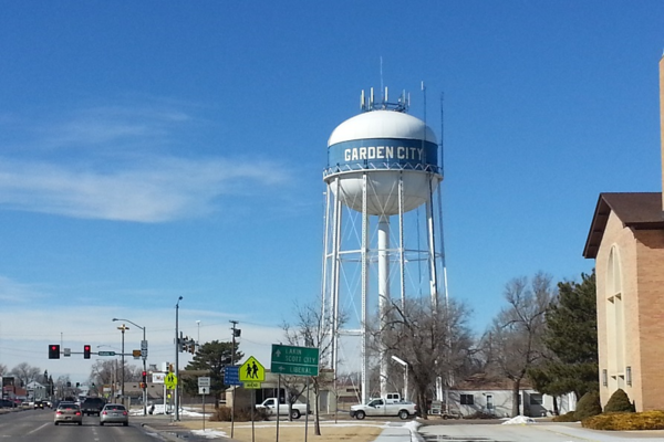 A refugee resettlement office in Garden City is closing because of fewer refugees coming to the area and federal government plans to consolidate operations.