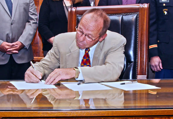 <p>Oregon Sen. Jeff Kruse at the Capitol in 2013.</p>