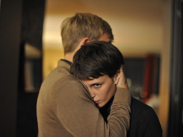 In <em>Double Lover, </em>Chloé<em> </em>(Marine Vacth) falls in love with her psychoanalyst Paul (Jeremie Reiner). As they get closer, Chloé starts to learn some insidious secrets about her lover.